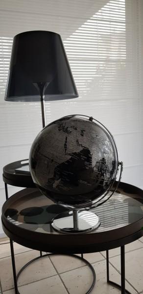 Schwarzer-Globus-Black-Globe